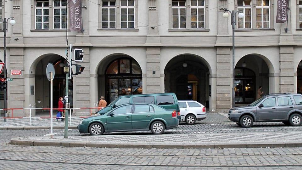 Приметная «Малостранска беседа» — это типичный для Праги пример архитектуры в стиле позднего ренессанса.  (Фото: Олег Фетисов)