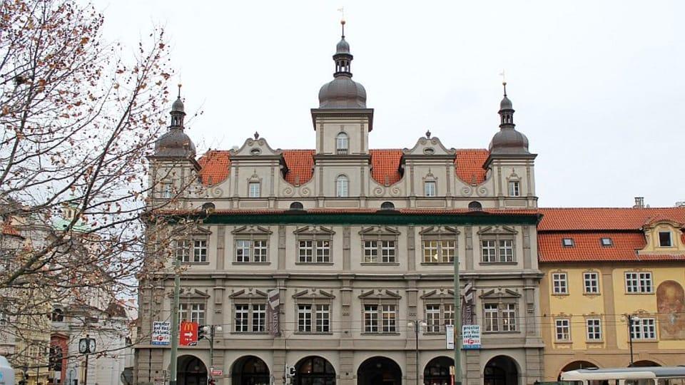 В 1478 году городские власти Малой Страны приобрели участок на восточном углу площади с целью возведения новой ратуши.  (Фото: Олег Фетисов)
