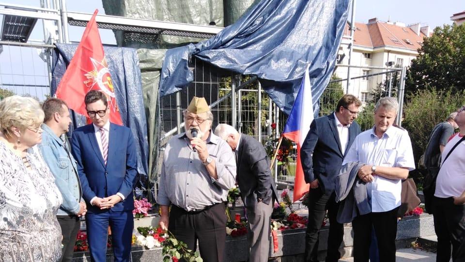Демонстрация в защиту монумента,  Фото: Архив Чешского Радио