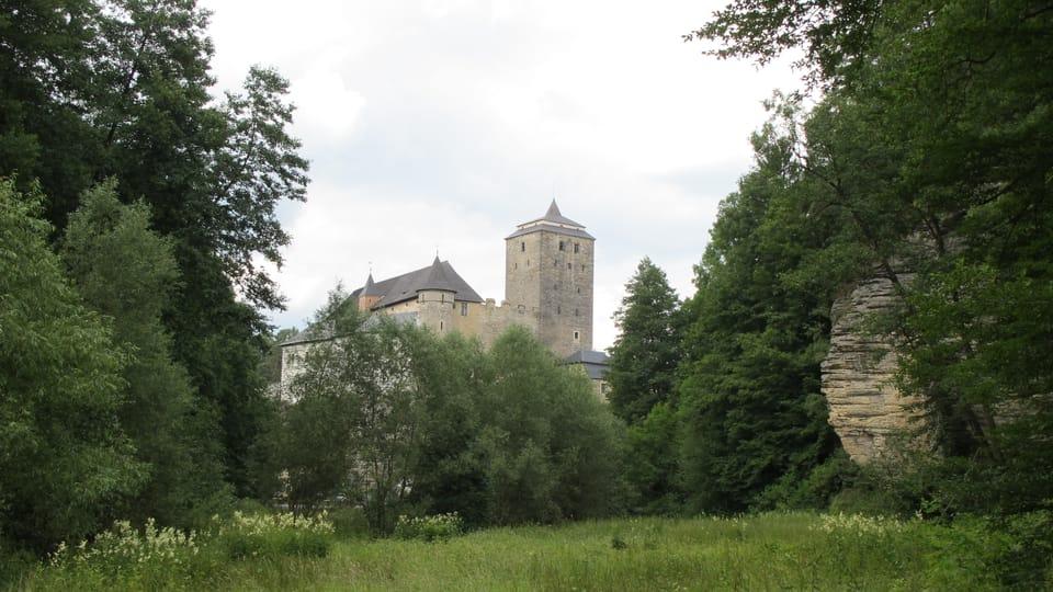 Замок Кост и долина Плаканек,  фото: Архив Чешского Радио - Radio Prague International