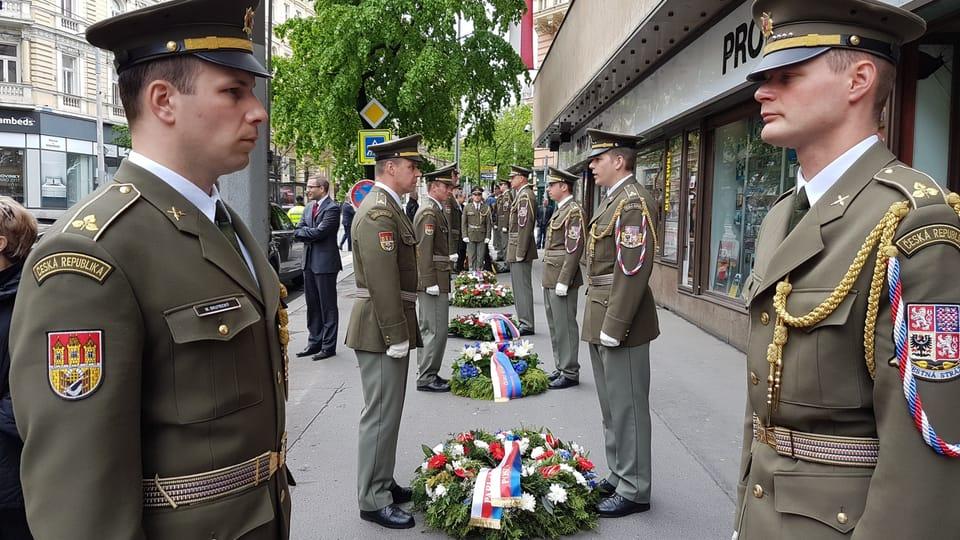 Акция памяти перед зданием Чешского радио,  Фото: Ондржей Томшу,  Чешское радио - Радио Прага