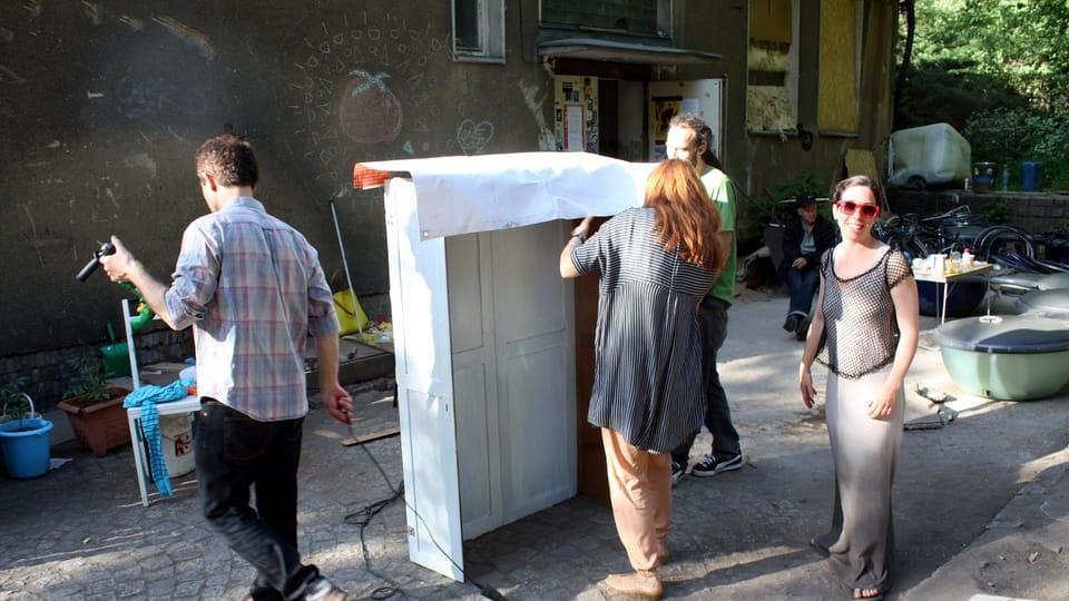«Общественный гардероб»,  Фото: официальный фейсбук «Архитекторы без границ»