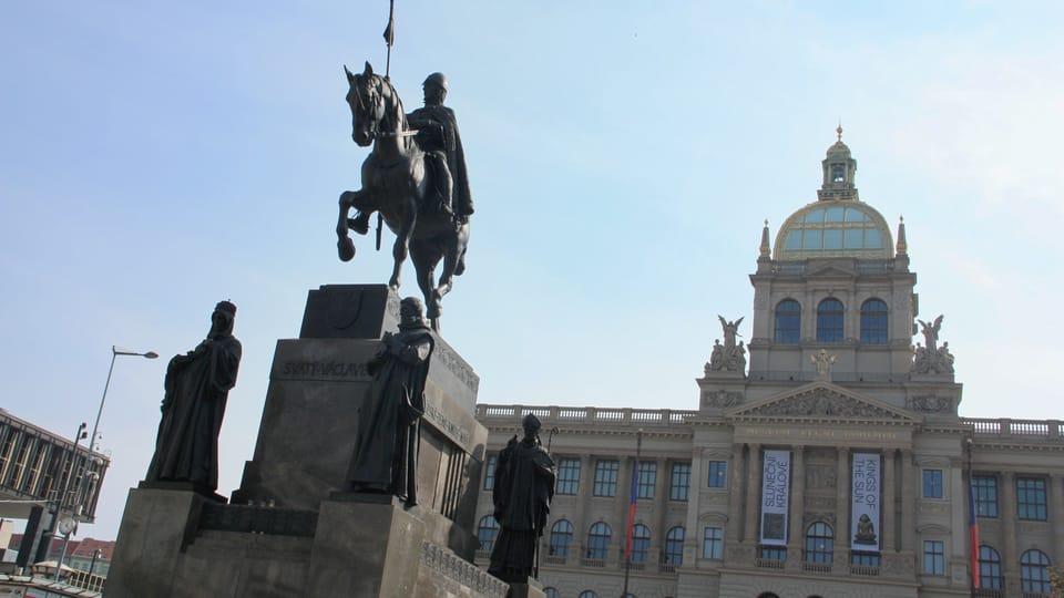 Композиция памятника включает также скульптурные изображения еще четырех чешских святых – Людмилы,  Прокопа,  Войтеха и Агнессы  (Анежки),  фото: Барбора Немцова