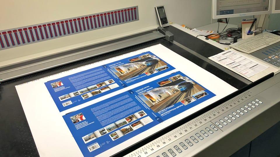 Тираж книги печатался в течение трёх месяцев,  над печатью работали две типографии в Чешской Республике. Книга сшивалась вручную