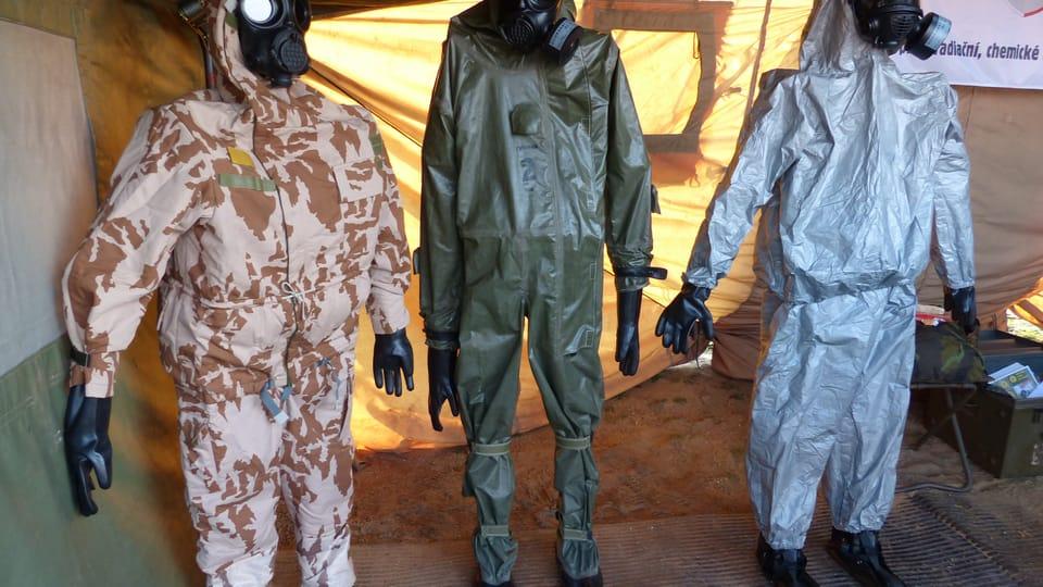 Костюмы химической защиты,  фото: Клара Стейскалова