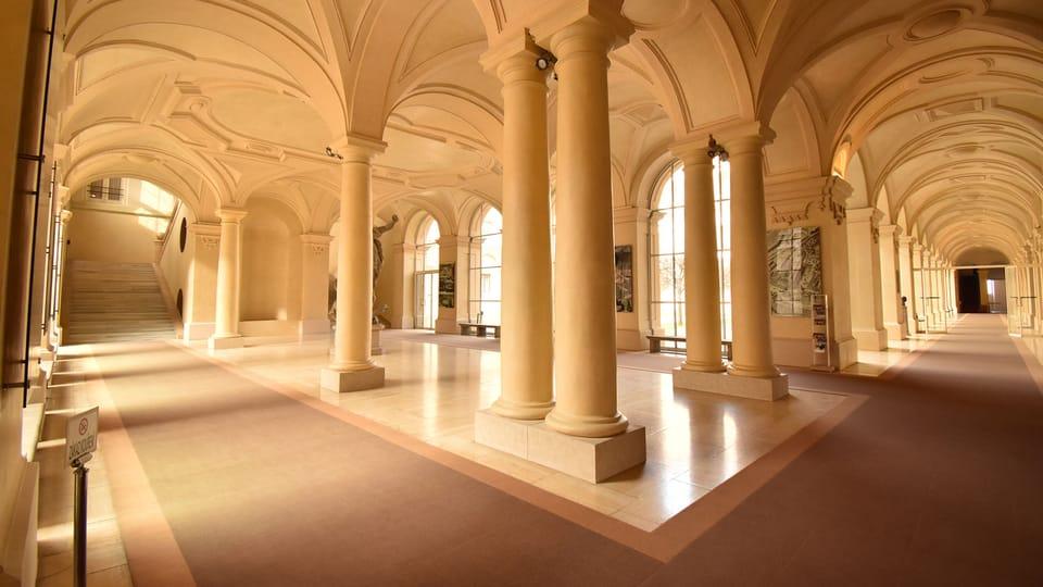 В Чернинском дворце сегодня находится Министерство иностранных дел Чешской Республики,  фото: Ондржей Томшу