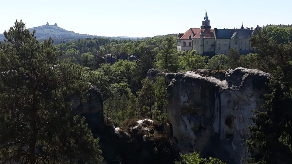 Развалины замка Троски и замок Груба Скала - вид с Марианской смотровой площадки,  фото: Магдалена Кашубова