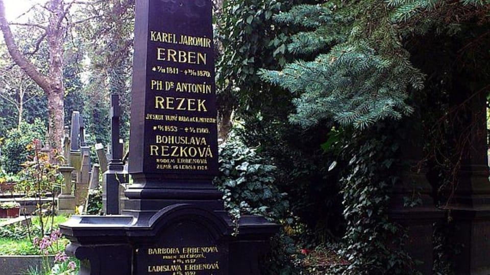 Могила поэта Карла Яромира Эрбена на Ольшанском кладбище,  Фото: Loyal78,  CC BY-SA 3.0