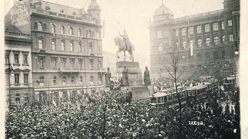 28 октября 1918 года,  митинг у памятника святому Вацлаву на пражской Вацлавской площади,  фото: Národní muzeum / Hradní fotoarchiv