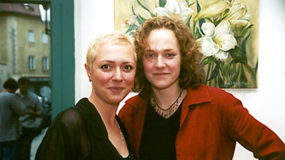 Юлия Драгомирова  (слева; Фото: www.inmodern.com)