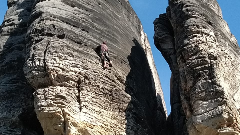 Скалолаз в Праховских скалах,  фото: Доминика Бернатова