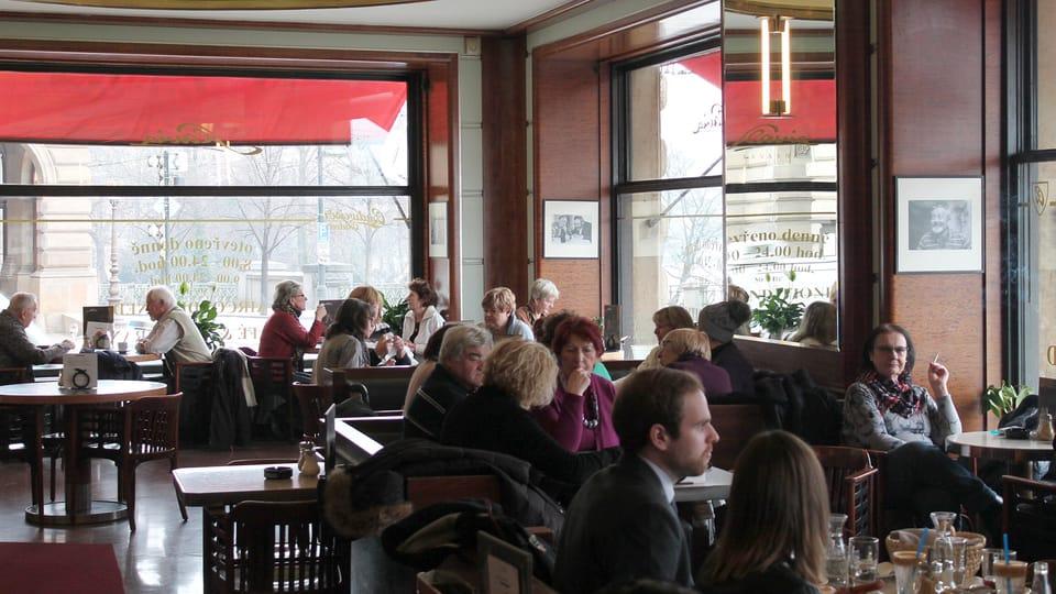 Кафе «Славия»,  Фото: Ондржей Томшу,  Чешское радио - Радио Прага