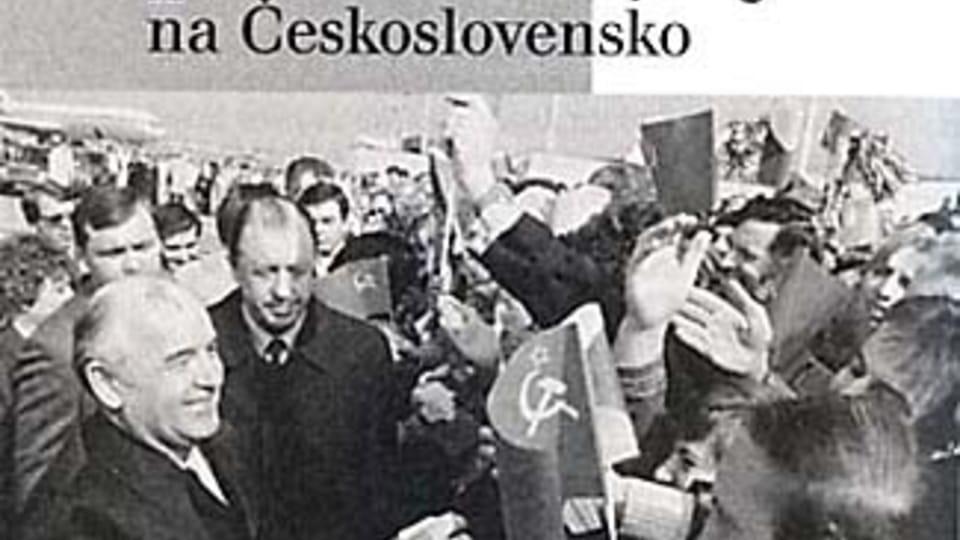 Пражане приветствуют Михаила  Горбачева 9 апреля 1987 г.