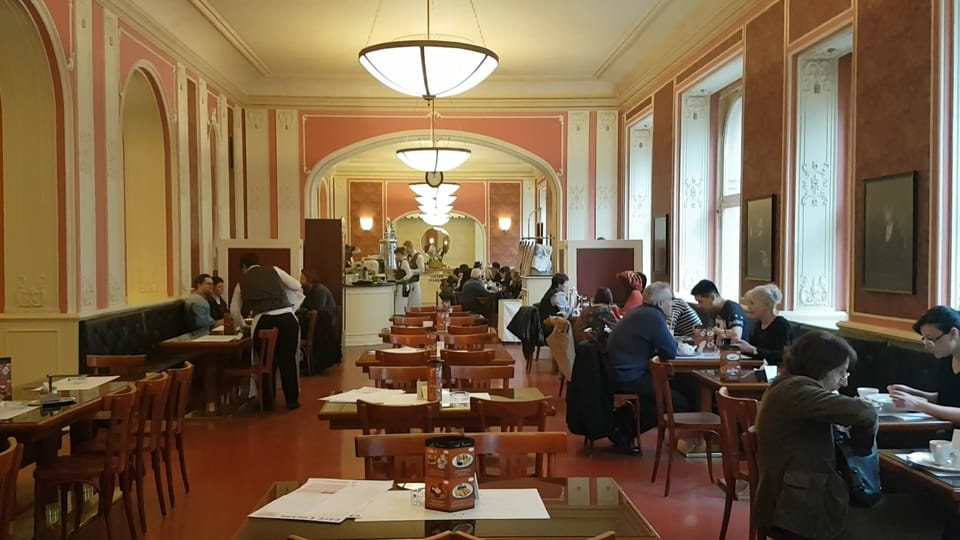 Кафе «Лувр»,  Фото: Ондржей Томшу,  Чешское радио - Радио Прага