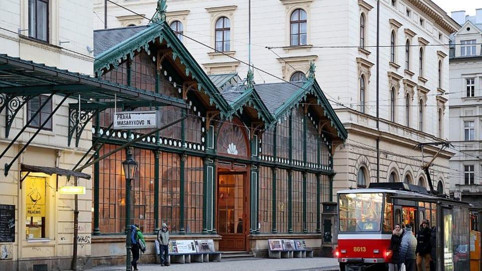 Проект здания вокзала разработали архитектор Антонин Юнглинг и инженер Ян Парнер в 1842 году. Строительство проходило на протяжении 9 месяцев  (1844—1845) под руководством фирм Войтеха Ланны и братьев Клеиновых.  (Фото: Олег Фетисов)