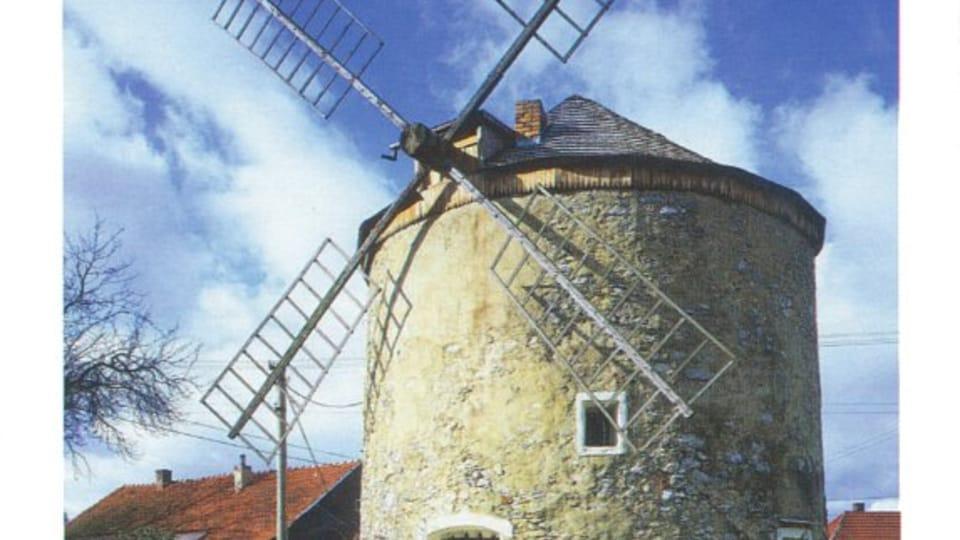 Ветряная мельница в городке Рудице  (Фото: CzechTourism)