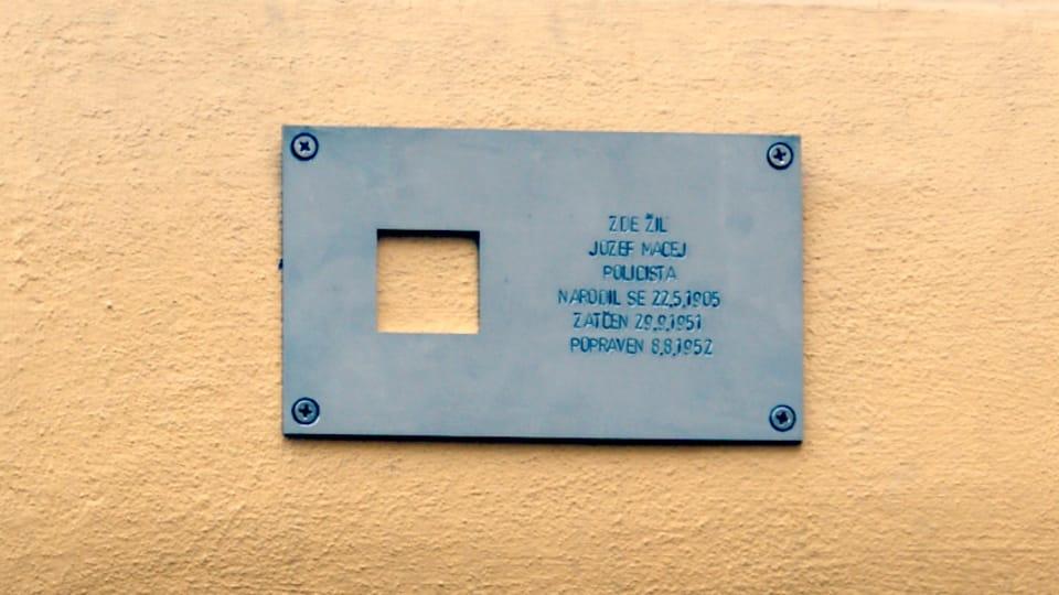 Мемориальная табличка Йозефу Мацею,  Фото: Тимур Кашапов,  Чешское радио - Радио Прага