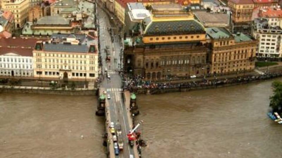 Прага во время наводнения в 2002 г.  (Фото: Ян Розенауэр)