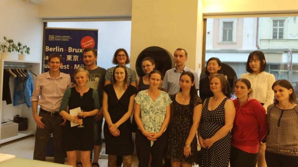 Финалисты конкурса вместе с Анной Болавой  (первый ряд,  третья слева),  Фото: Катерина Айзпурвит,  Чешское радио - Радио Прага