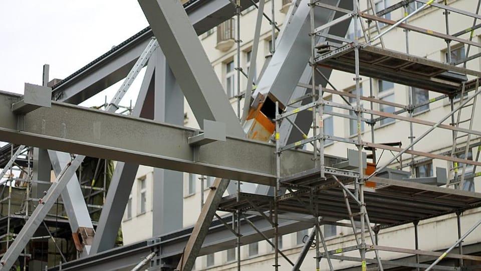 История данного объекта началась с закрытия на реконструкцию станции метро желтой ветки «Национальный проспект» и подготовки огромного котлована.  (Фото: Олег Фетисов)