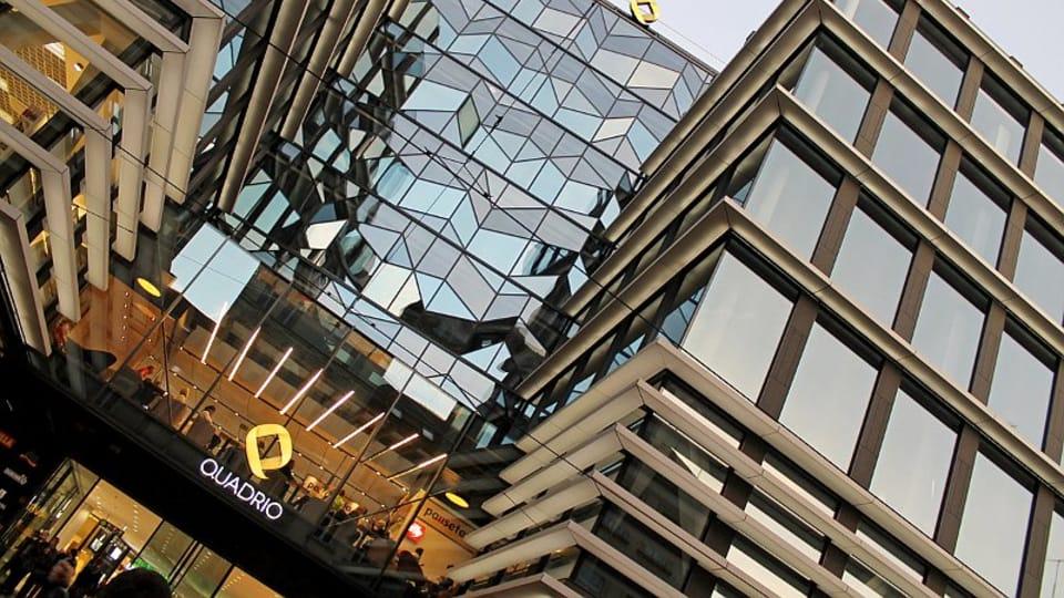 Идея возведения современного гиганта в историческом центре Праги принадлежит предпринимателю Себастияну Павловскому,  который планировал реализовать здесь многофункциональный комплекс под названием «Copa Centrum» уже в конце 2010 года. …