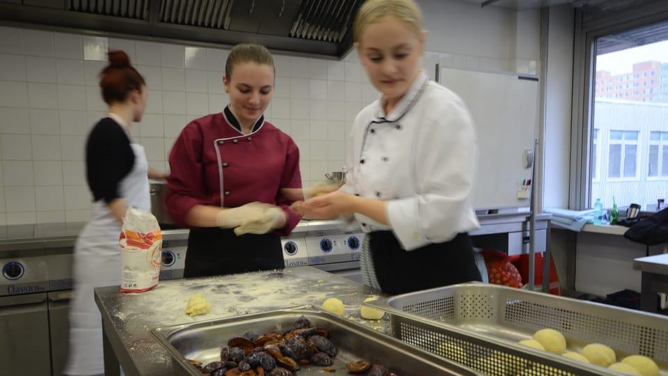Кнедлики из картофельного теста со сливовой начинкой,  фото: Эва Туречкова