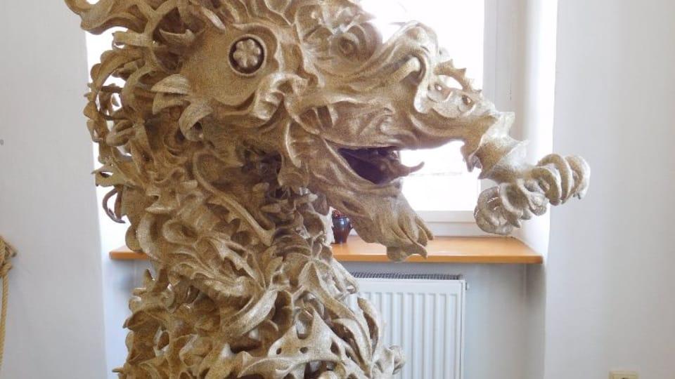 Скульптура «Дракон» в технике папье-маше. Музей Велке Лосины. Фото: Лорета Вашкова