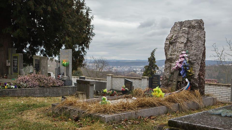 Братская могила власовцев на кладбище в пражском районе Сливенец. Предположительно здесь похоронены 17 неизвестных солдат 2-го пехотного полка 1-й пехотной дивизии Русской освободительной армии. Фото: Vladimir Pomortzeff
