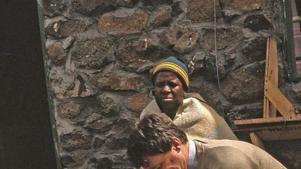 Снятие гипса с ноги женщины,  которая не явилась в клинику и ходила с ним четыре месяца,  фото: архив Яна Воржишека